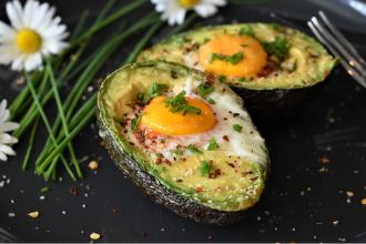 Avokádo s vejcem